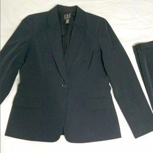 Women's dress suit 2 piece set.