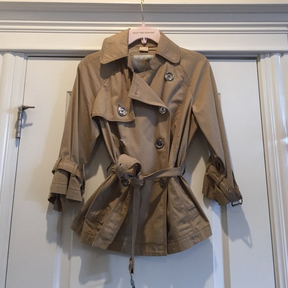 bb2424337eb10 Women's Michael Kors light weight trench coat. M_55e383c92fd0b70c8200e5d6
