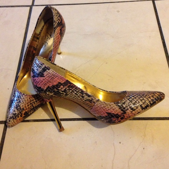 Multi colored Snake skin shoes with gold heel! 5.5 from ...