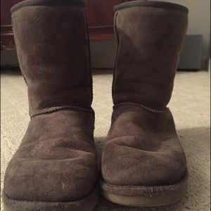 Used gray short ugg boots