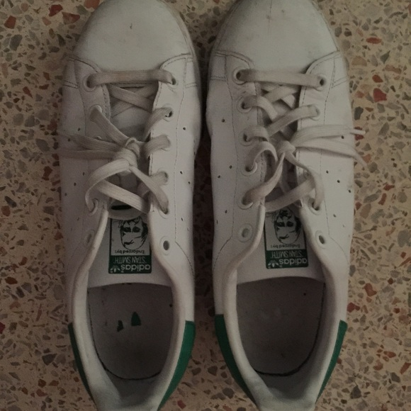 the best attitude 9c56f 26707 White and green Stan smith size 6 youth
