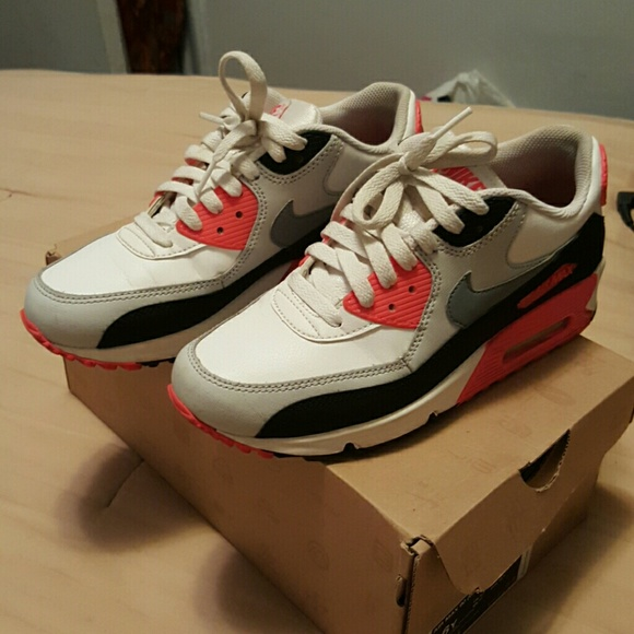 Nike Air Max 90 GS size 6Y women's 7.5 or 8