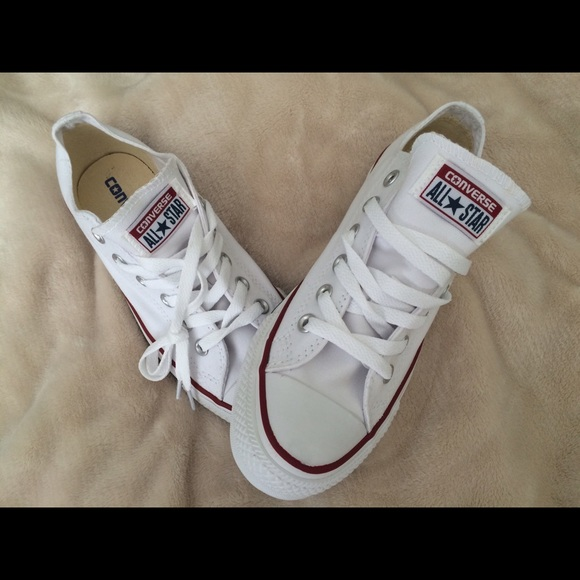 82afd83fd68 Brand NEW Converse for Sale size 7 1 2 women s ‼️
