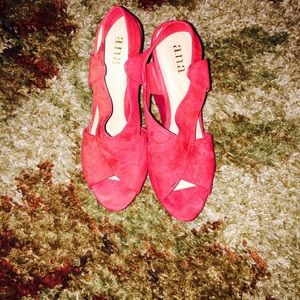 A.N.A. Red wedges