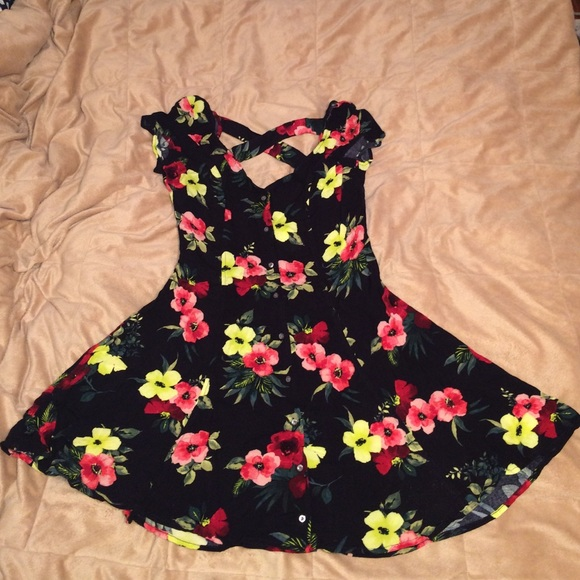 124072be7b 👗NWT Hollister Floral Button Front Skater Dress