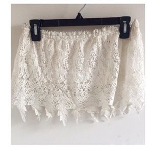 Tops - Lace detailed strapless crop top