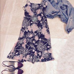 Dresses & Skirts - BCBG  Dress flirty& flattering