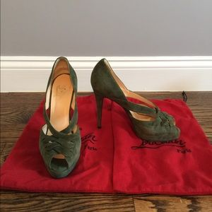 Christian Louboutin green suede peep toe size 40.5