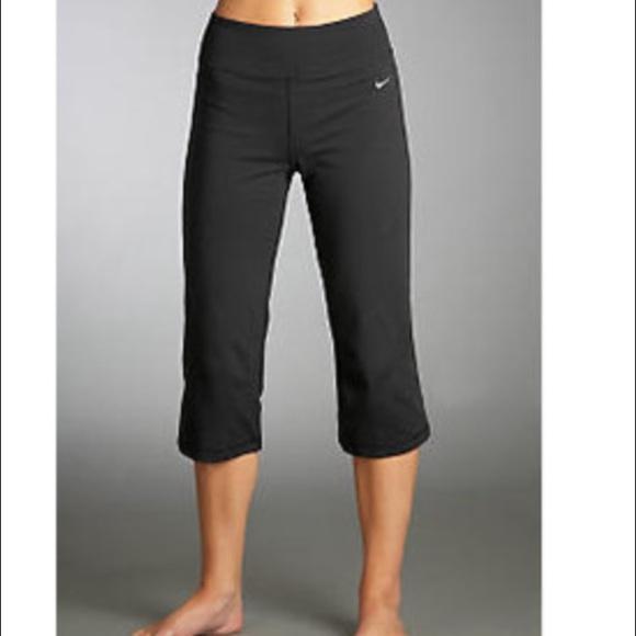 Nike Dri-FIT Regular Fit Women's Capri Pants