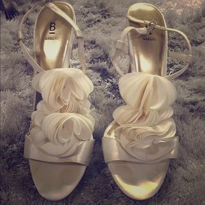Bakers Shoes - Bakers white ruffled heels