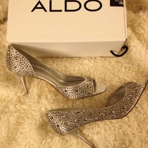 ALDO Shoes Aelizia Size 8.5 Silver/grey Satin