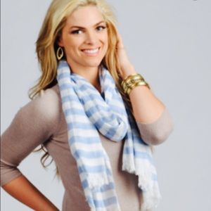 American Eagle light scarf