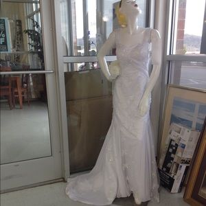 "Dresses & Skirts - White custom wedding dress size 6 with 36"" bust"