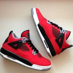 Jordan Retro - Toro 4's Size 4.5Y