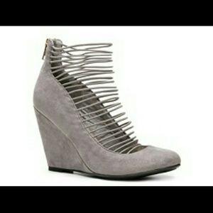 ecc86ff7b10 Zigi Soho Shoes - DSW Grey Wedge Pumps NWOT