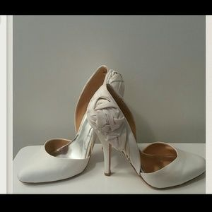 Badgley Mischka Shoes - Badgley Mischka Lilly Couture satin pumps!