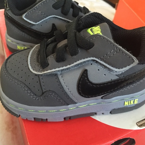 boys size 9 nike shoes