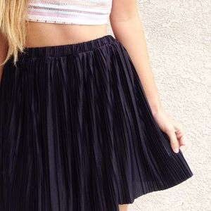 | new | black pleated skirt