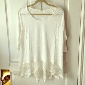 Tops - 🌿White top with lace underlay