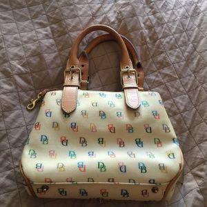 Small beige Dooney and Bourke handbag 