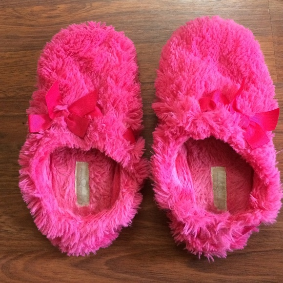 9660aec923a4 Jessica Simpson Shoes - Fuzzy pink slippers