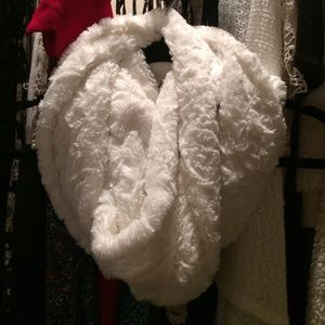Accessories - white fluffy furry circle scarf