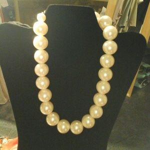 Jewelry - Gorgeous,  big, pearls necklace