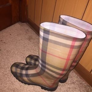 Burberry Check Rainboots (Size 41)