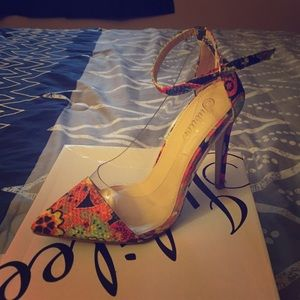 Pointy toe multi color heels