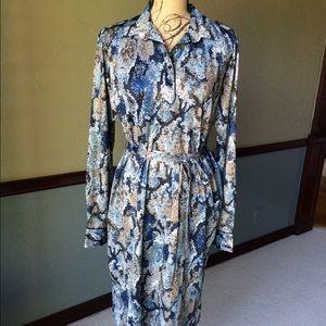 Dresses & Skirts - Beautiful dress with belt