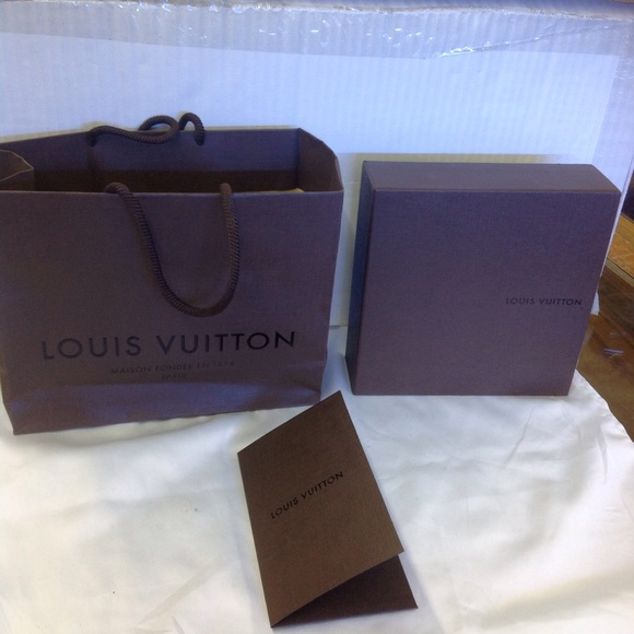 9427bedddfc1 Louis Vuitton Other - 👑Authentic Louis Vuitton large pull out gift box