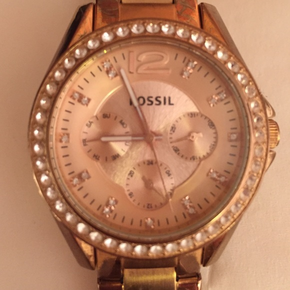 63 off fossil jewelry rose gold fossil watch from sydney 39 s closet on poshmark. Black Bedroom Furniture Sets. Home Design Ideas
