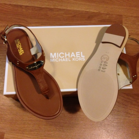 6b47c543f9f5 Brand New Michael Kors Plate Thong Sandals