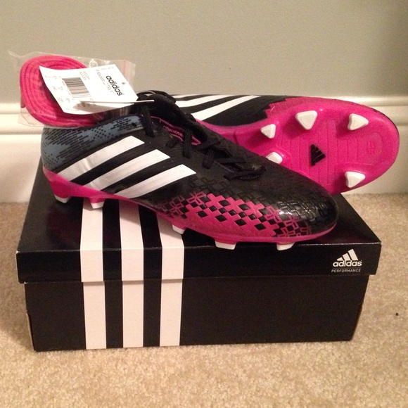 Adidas Women s Soccer Cleats (size 7 US  5.5 UK) 7d482655559