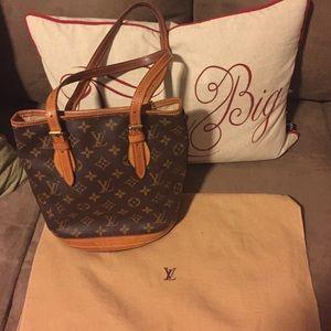 ❤️💯authentic Louis Vuitton petite bucket