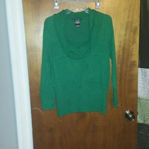 Green cowl neck sweater √