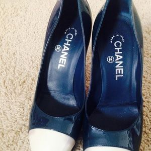 Used Chanel high heel