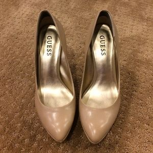Guess light natural leather pumps