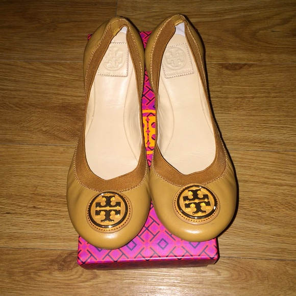brand tracking for tory burch - great for the office, after-work events and beyond - crafted in napa leather - leather lining and sole - 255 (65 cm) wedge heel.