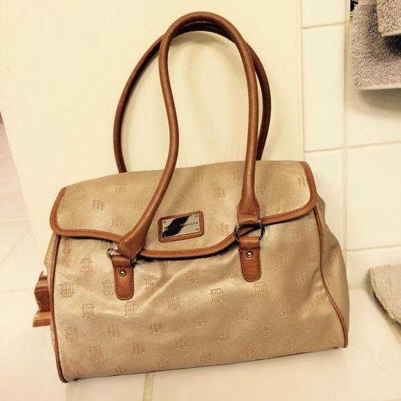 tommy hilfiger tommy hilfiger beige purse from paula 39 s closet on. Black Bedroom Furniture Sets. Home Design Ideas