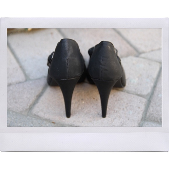 Lulu's Shoes - Black Flirty Heels