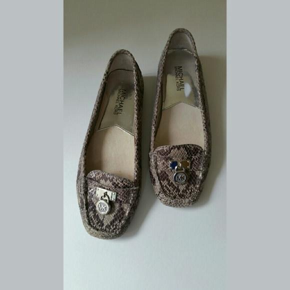 22a067ead15 Michael Kors Hamilton Moccasin   Loafer   Flats. M 55ed1759f739bcac60017e4b
