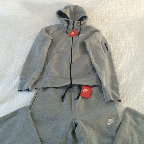 buy popular 85e8c bb749 Nike Other   Sweatsuit   Poshmark