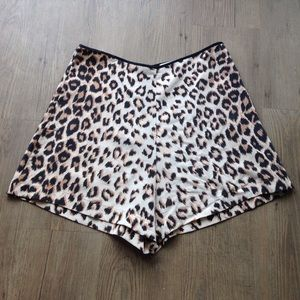 Equipment silk leopard shorts
