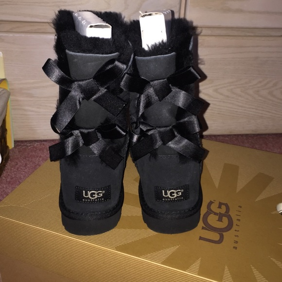 Uggs Bows In Back