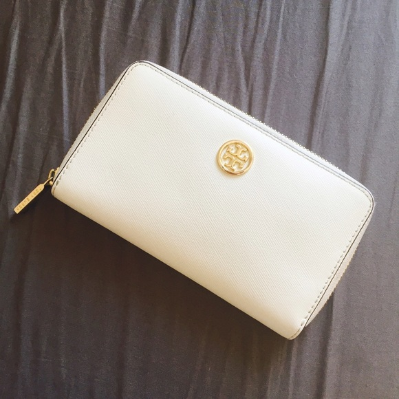 33470024a148 【Tory Burch】white wallet with gold accessories
