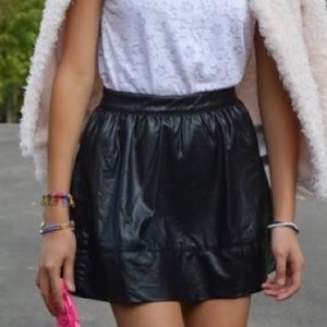 HP🎉[forever 21] faux leather mini skirt