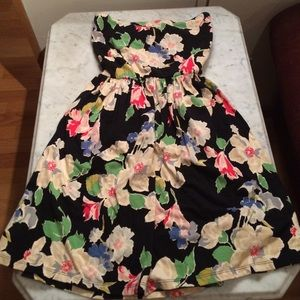 Urban Outfitters Dresses & Skirts - Floral stretchy strapless dress