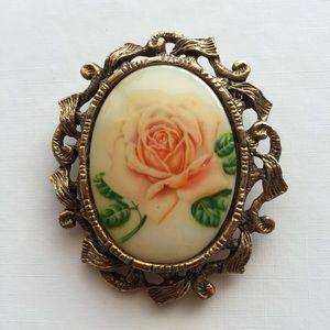 Exquisite vintage rose cameo