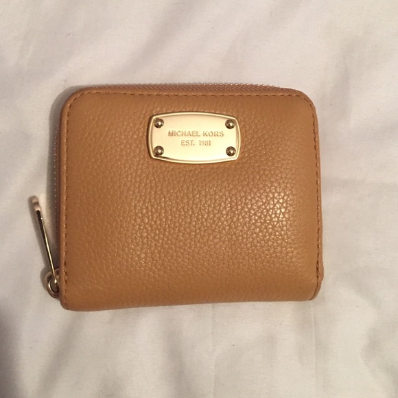 a76d2d39f646 ❗️Michael Kors Small Zip Around Leather Wallet❗ . M 55ee5b15ea99a63a0a01fc05